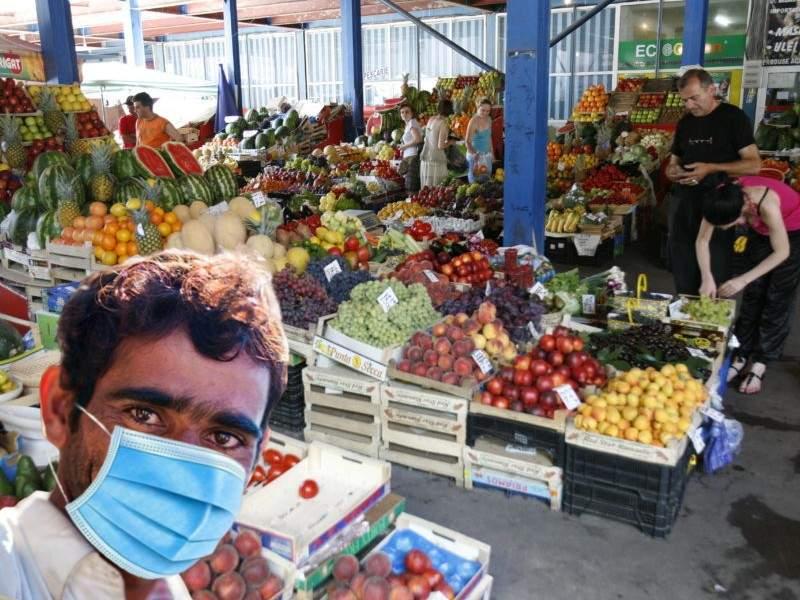 Alertă în Capitală! Un individ mascat a furat un pumn de cireșe în piața Bobocica