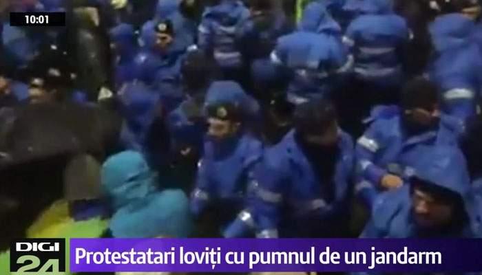 """Jandarmeria neagă că agenţii bat protestatari la întâmplare: """"Ei au ordine să-i bată în ordine alfabetică"""""""