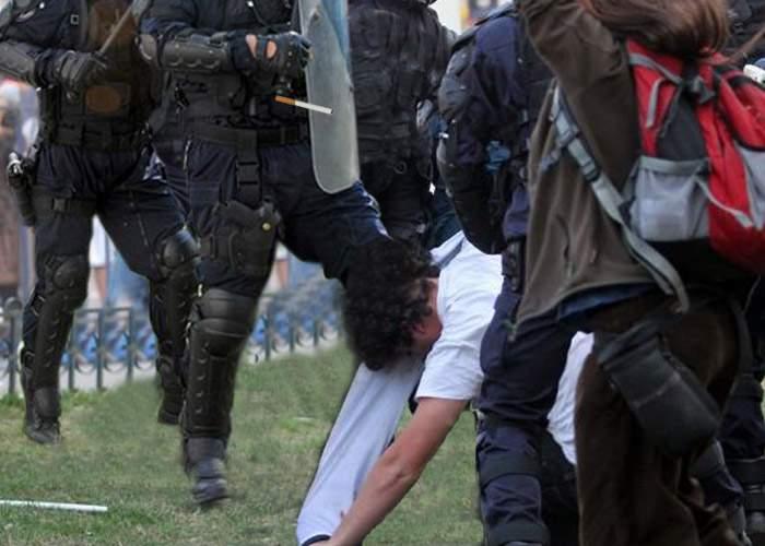 """Şeful Jandarmeriei: """"Ţigara e reală, dar jandarmul care o ţine în gură e adăugat în Photoshop"""""""