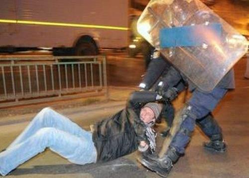 Jandarmii au terminat de bătut toţi manifestanţii reţinuţi în urma protestelor