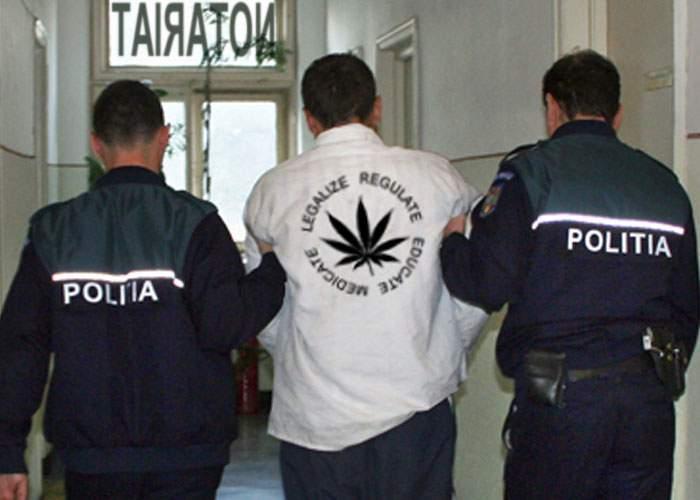 Caracalean ridicat de Poliţie, după ce a mers cu marijuana la notar să o legalizeze