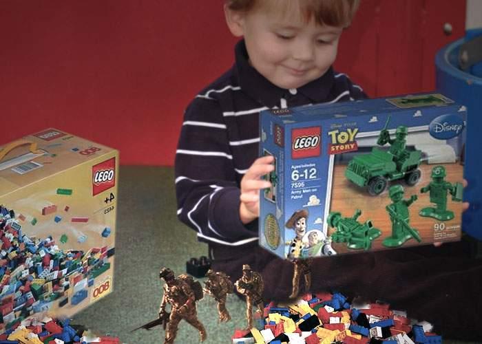 Un băieţel a găsit armata statului Liechtenstein într-o cutie Lego