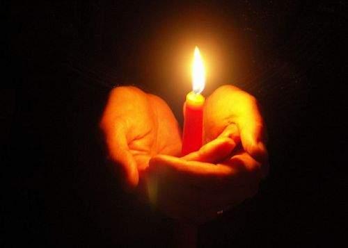 A fost Noaptea Învierii și pentru ei! Maneliștii au luat aseară lumină de lumină