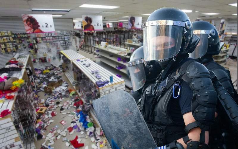 Magazin devastat de jandarmi, după ce pe o jandarmeriţă au bătut-o pantofii
