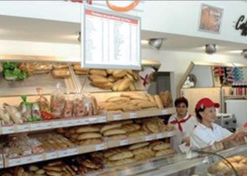 Revoltător! A cerut o pâine în română în Harghita şi i s-a pretins să o plătească