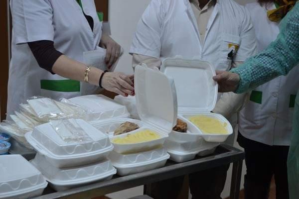 40 de români au fost internaţi în spital după ce au consumat mâncare de la un alt spital