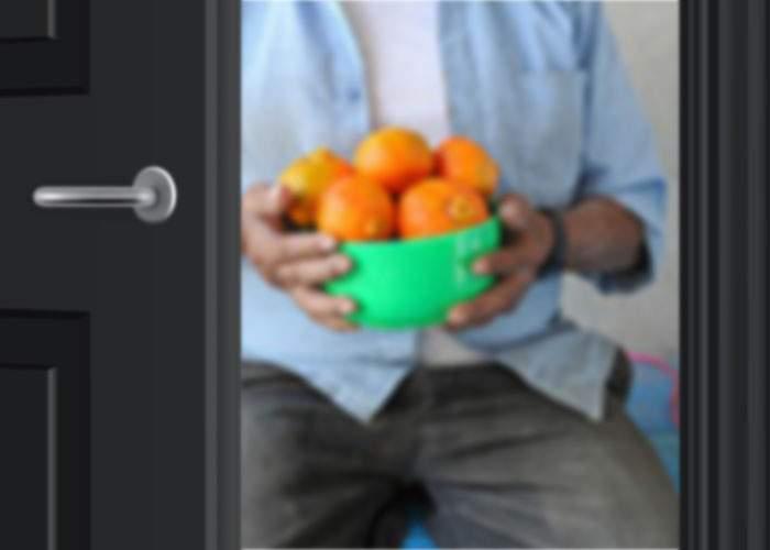 """Colindătorii pregătesc oferte low cost: Pentru mandarine şi nuci, o cântăm pe aia cu """"Crucea mă-tii"""""""