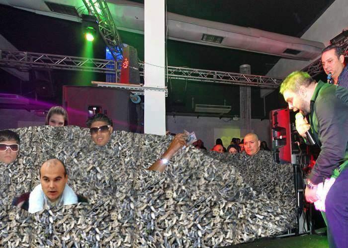S-a întrerupt și un concert de manele! Covorul de semințe era de 2 metri și exista risc de sufocare