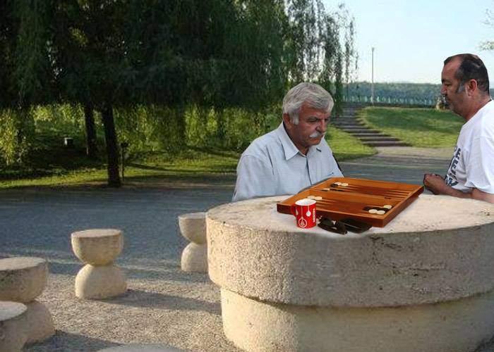 Primăria Târgu Jiu a modernizat Masa Tăcerii: acum se poate juca și table și șah
