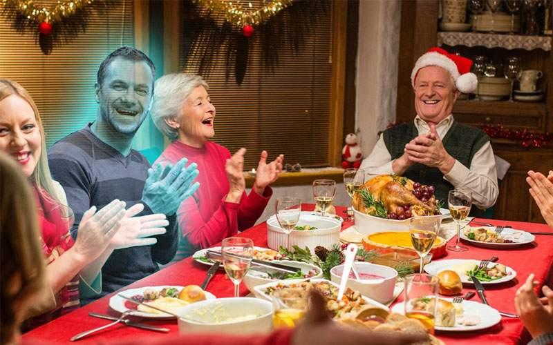 Ingenios! Un IT-ist a creat o hologramă care să stea cu rudele la masa de Crăciun