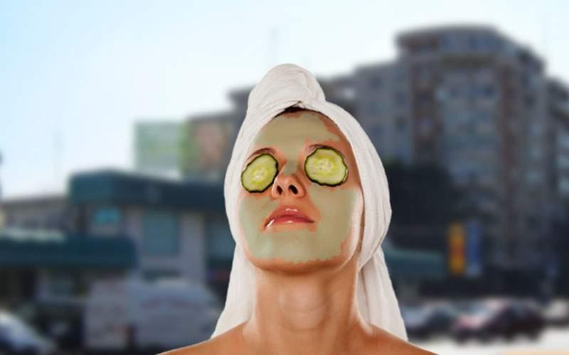 De când li s-a spus să poarte mască, mii de piţipoance ies din casă cu castraveţi pe ochi