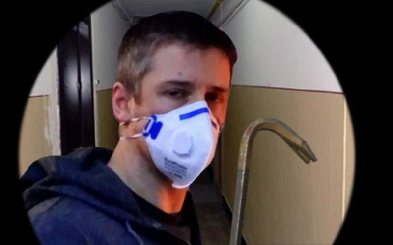 Atenție la curierii falși, care pe lângă mască și mănuși au și rangă!