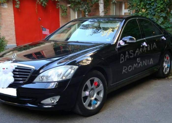 """Răzbunare! Pe mașina ambasadorului SUA la Chișinău cineva a scris cu cuiul """"Basarabia e România"""""""