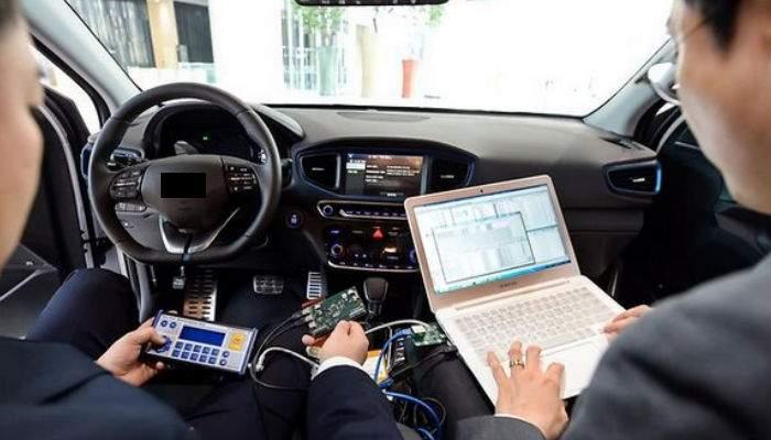 Inteligenţă artificială. Computerul de bord al unei maşini din Bucureşti a învăţat să claxoneze singur
