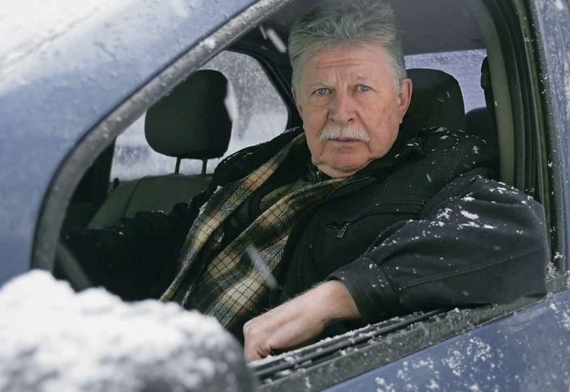 Unui român i-a fost lene să deszăpezească maşina, aşa că a cumpărat alta din Germania
