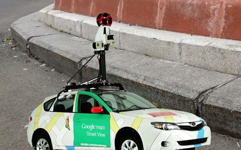 Maşina Google Street View nu vede nimic în Bucureşti din cauza bordurilor înalte