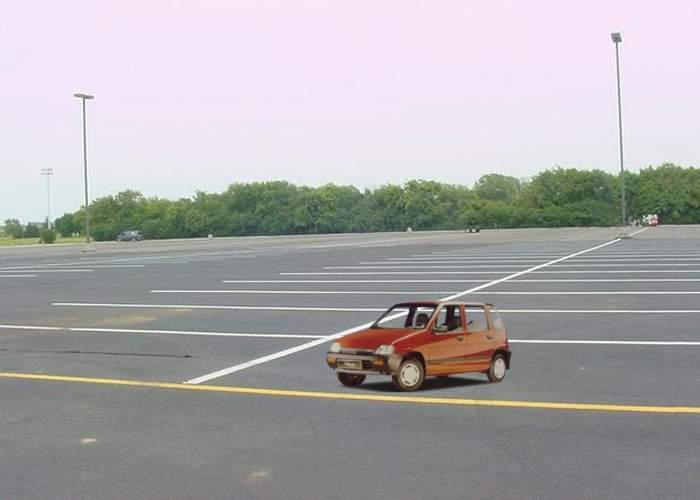 Maşinile mici, interzise în Bucureşti pentru că ocupă prea puţin loc în parcări!