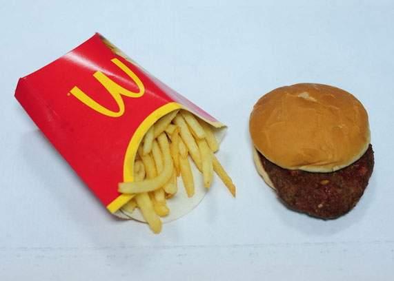Experiment: Hambuger de la McDonalds, rămas intact la 7 zile după ce a fost mâncat