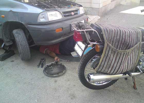 Nu se poate abţine. Un mecanic şi-a umflat de 5 ori preţul la reparaţia propriei maşini