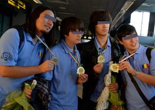 Elevii români s-au întors cu 12 medalii de aur de la o olimpiadă, deşi n-au luat niciun premiu