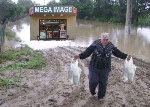 Profită de orice! În Galaţi au fost deschise magazine Mega Image plutitoare