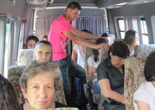 Atenție la șoferii de microbuz care pretind că fac curse Vaslui-New York!