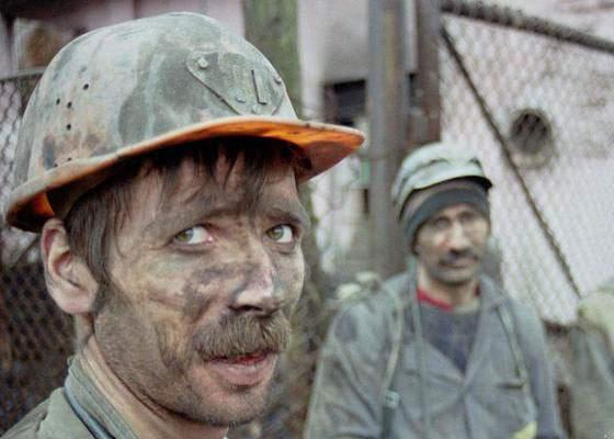 Miner, blocat în subteran după ce metroul cu care mergea s-a oprit între Izvor și Eroilor