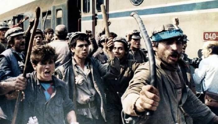 Două trenuri cu mineri se îndreaptă spre Bucureşti, să dea jos ţurţurii de la Universitate