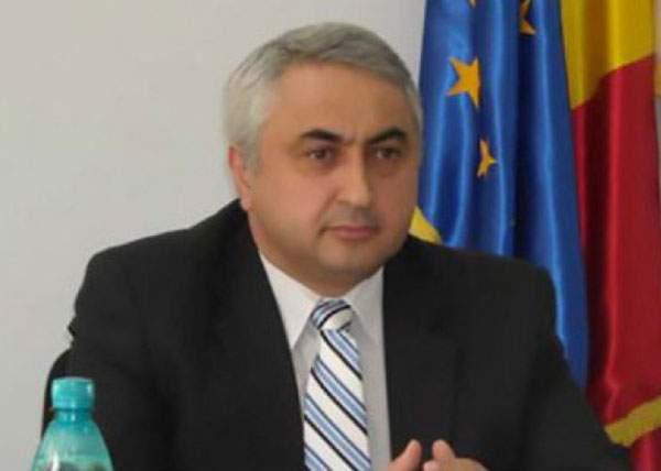 Erată! Ministrul Educației nu și-a dat demisia, e el analfabet și încerca să facă o cerere de concediu