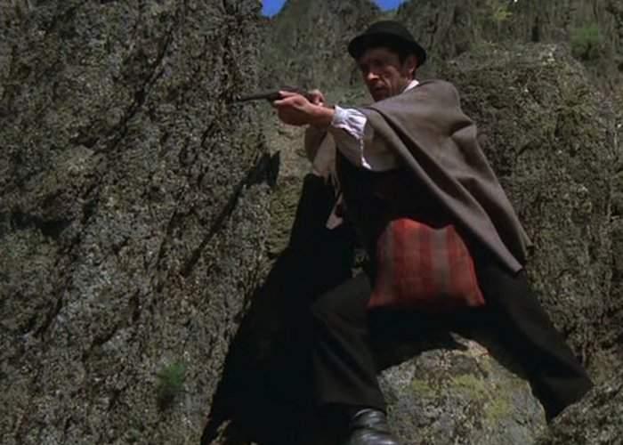 În remake-ul românesc la Sherlock detectivul nu rezolvă nici un caz dar ia șpagă de rupe