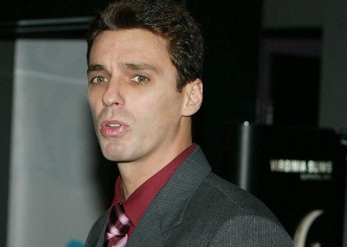 Mircea Badea se mută de acasă după ce părinţii i-au aruncat posterele cu Voiculescu