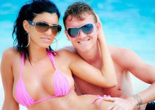 Ajuns falit, Mitea vinde tabloidelor poze nud cu iubita lui, Andreea Tonciu