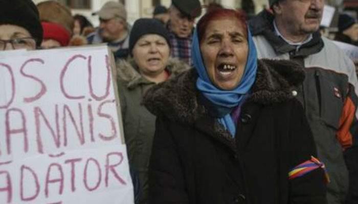 RTV anunţă că moaştele Sf. Parascheva sunt la Cotroceni, ca să scoată 1 milion de pensionari în stradă