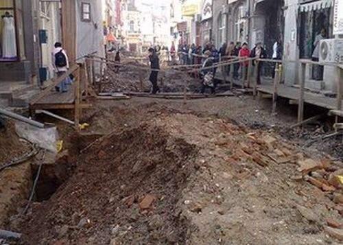 Omagiu. La 39 de ani de la cutremurul din '77, primăria a dărâmat 3 clădiri istorice din centru