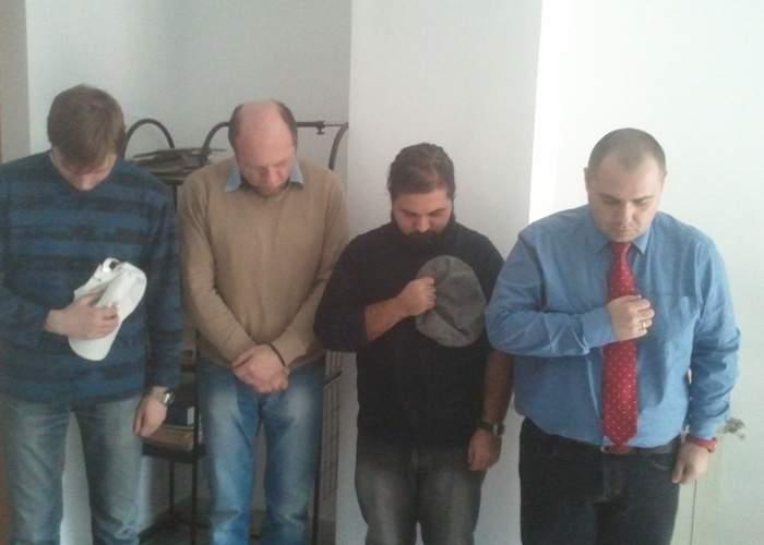 De Dragobete bărbaţii români ţin un minut de reculegere în memoria victimelor Valentine's Day