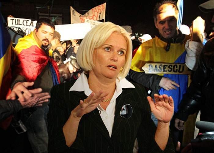 Monica Tatoiu este în mijlocul manifestanților din București, Târgu Mureș, Timișoara și Sibiu