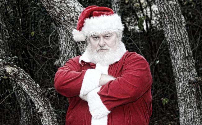 Moş Crăciun, iritat: Bag p… în aglomeraţia din mall, nu mai aduc niciun cadou!