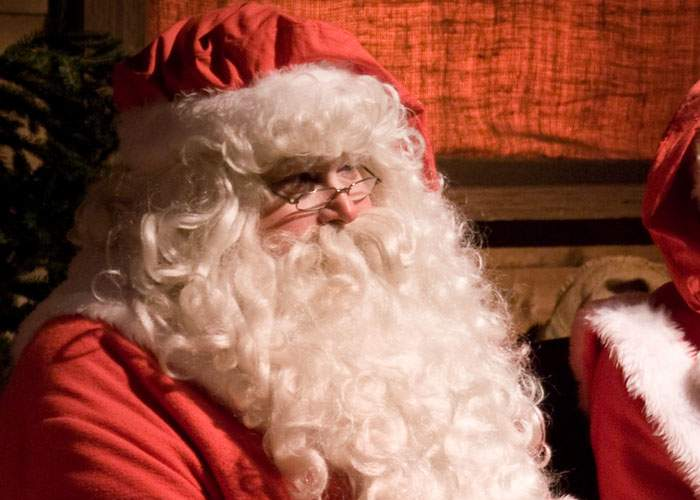 Cercetătorii români: Moş Crăciun nu există! Nimeni nu aduce cadouri fără să ceară să fie votat