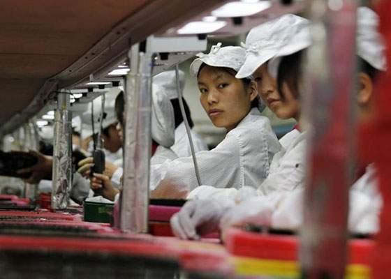 Scade prețul la iPhone! Chinezii pot face acum doi copii care să muncească în fabricile Apple