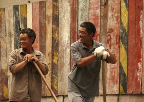 Piaţa muncii din România, invadată de muncitori chinezi contrafăcuţi în China