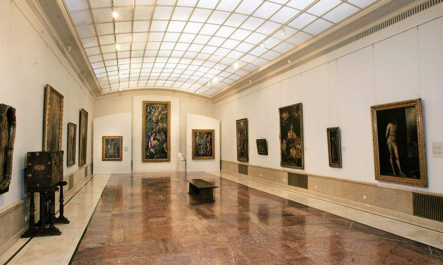 Guvernul le reamintește românilor că s-au deschis muzeele, că-n weekend n-a fost nimeni