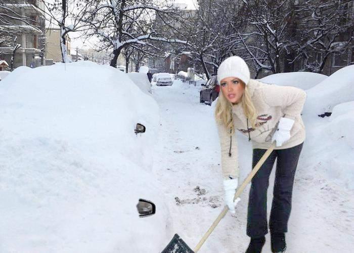 Poza zilei: Bianca Drăguşanu, surprinsă că nămeţii au oglinzi retrovizoare