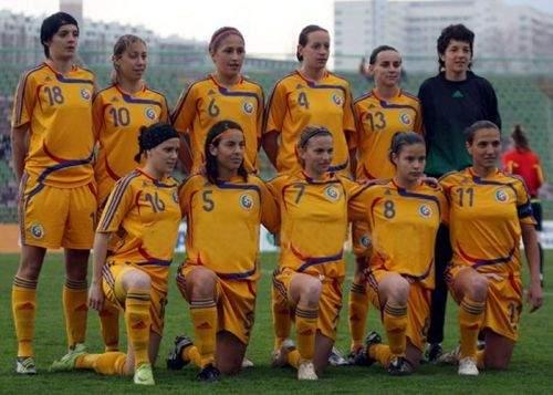 Antrenorul Naţionalei de fotbal feminin, acuzat că a adus femei in cantonament