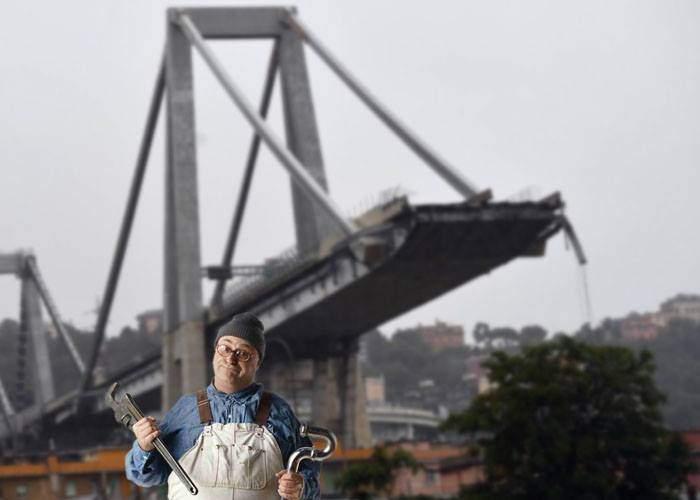 """Părerea unui instalator român despre podul prăbuşit în Italia: """"Cine a lucrat acolo n-a fost meşter bun!"""""""