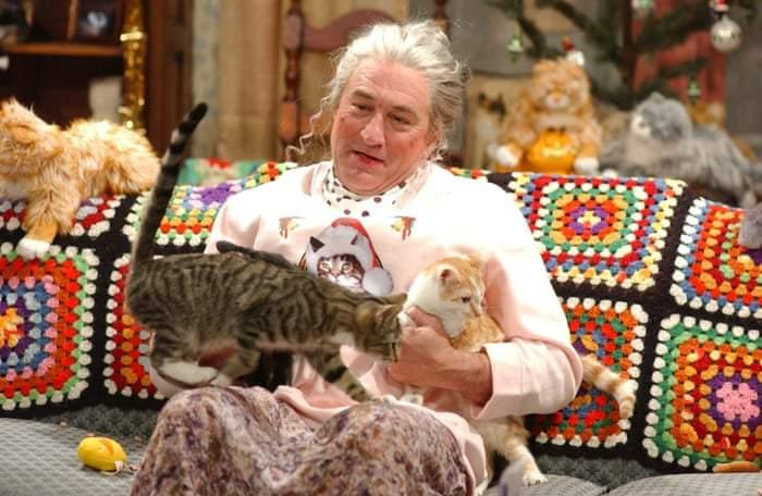 O pensionară din Drumul Taberei a luat toată mâncarea de pisici din București