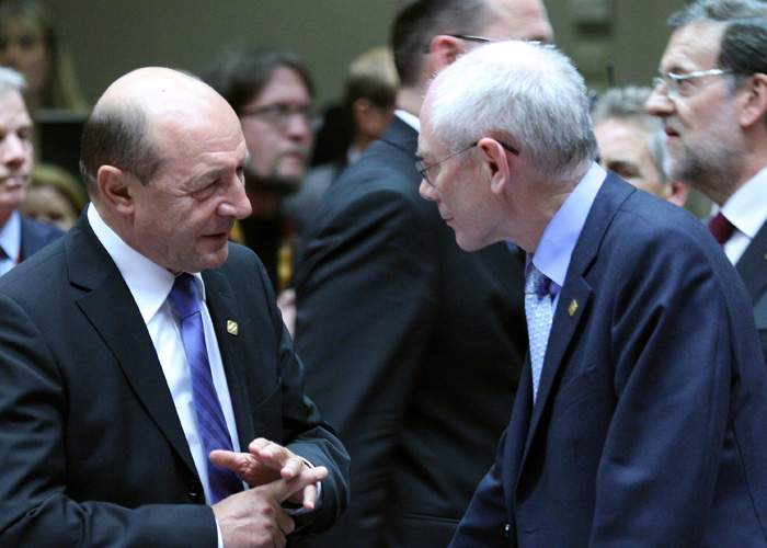 Românii, nemulţumiţi că Băsescu s-a întors de la Bruxelles fără găleţi, ulei şi făină