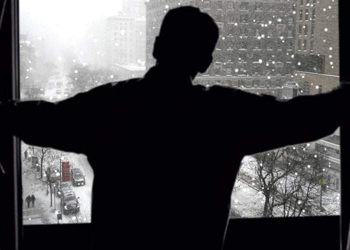 """Un român s-a uitat pe geam şi a înţeles aluzia: """"Emigrez în Canada!"""""""