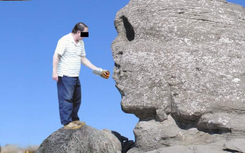 Turiștii care merg în Bucegi, rugați să nu mai hrănească Sfinxul