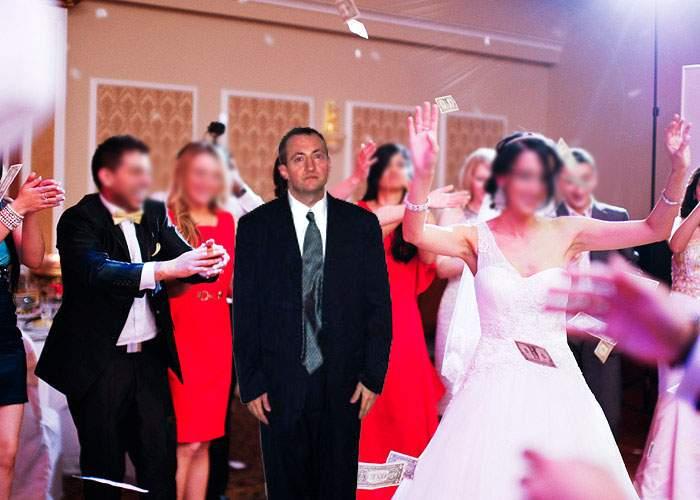 Întreprinzător! Un bărbat ia bani ca să se ducă la nunți în locul altora