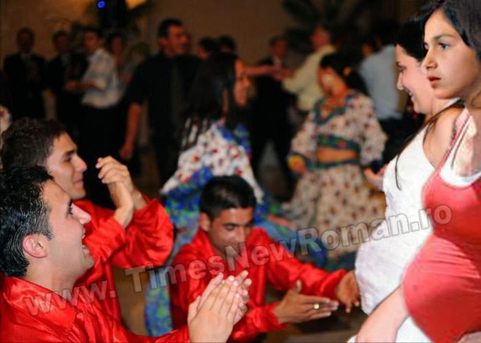 Nuntă între doi fetuși de romi din Făurei